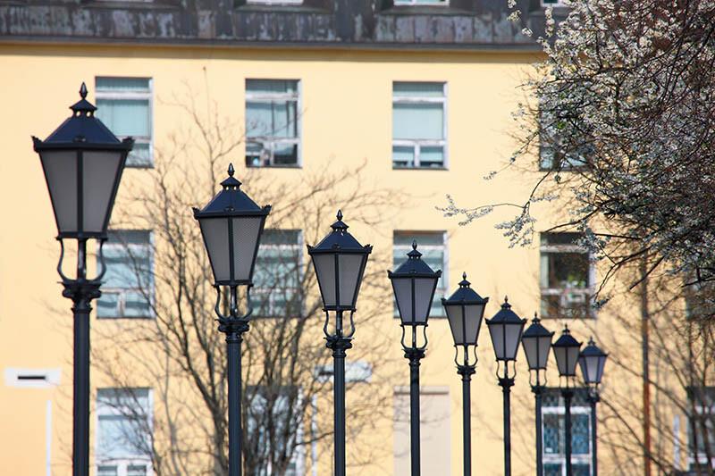 Rząd latarni z oprawą 01 VERA